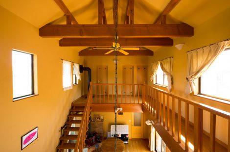 県産材を使った南欧風の家