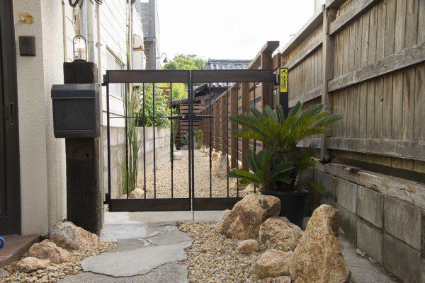 奈良町の路地裏の家